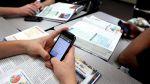 Использование учениками мобильных телефонов в школах рекомендовано ограничить
